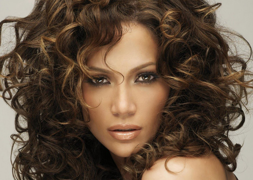 The 10 Necessary Things to Keep Curly Hair Manageable This Summer